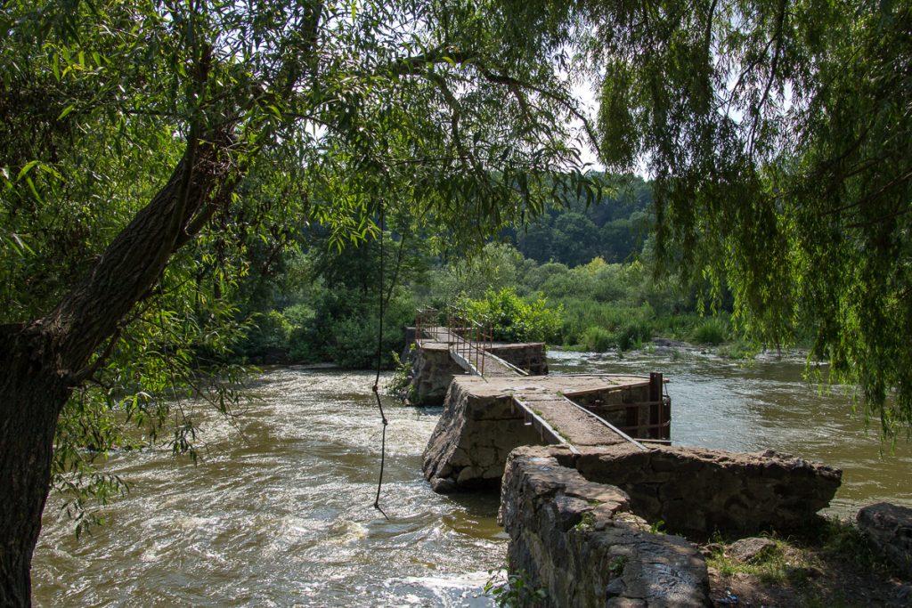 Начало канала ведущего к мельнице в Сокольце