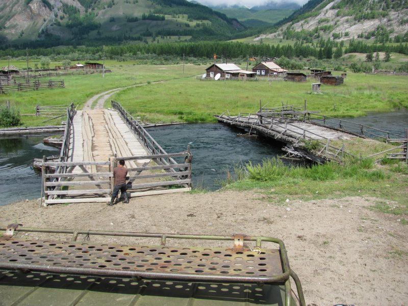 Мосты через Жомболок в поселке Шарза