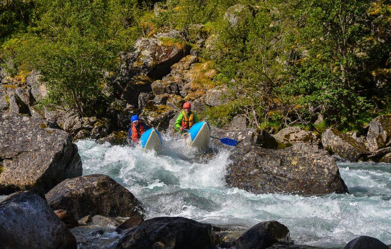 Сплавляемся по реке Grovu притоку Driva. Возможно мы первые на ней на катамаранах