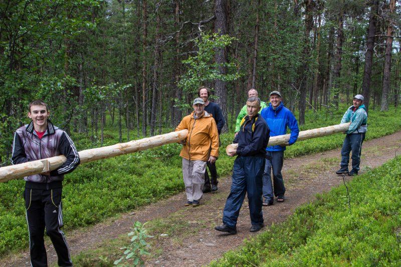 Жить в Швеции начали с помощи шведу
