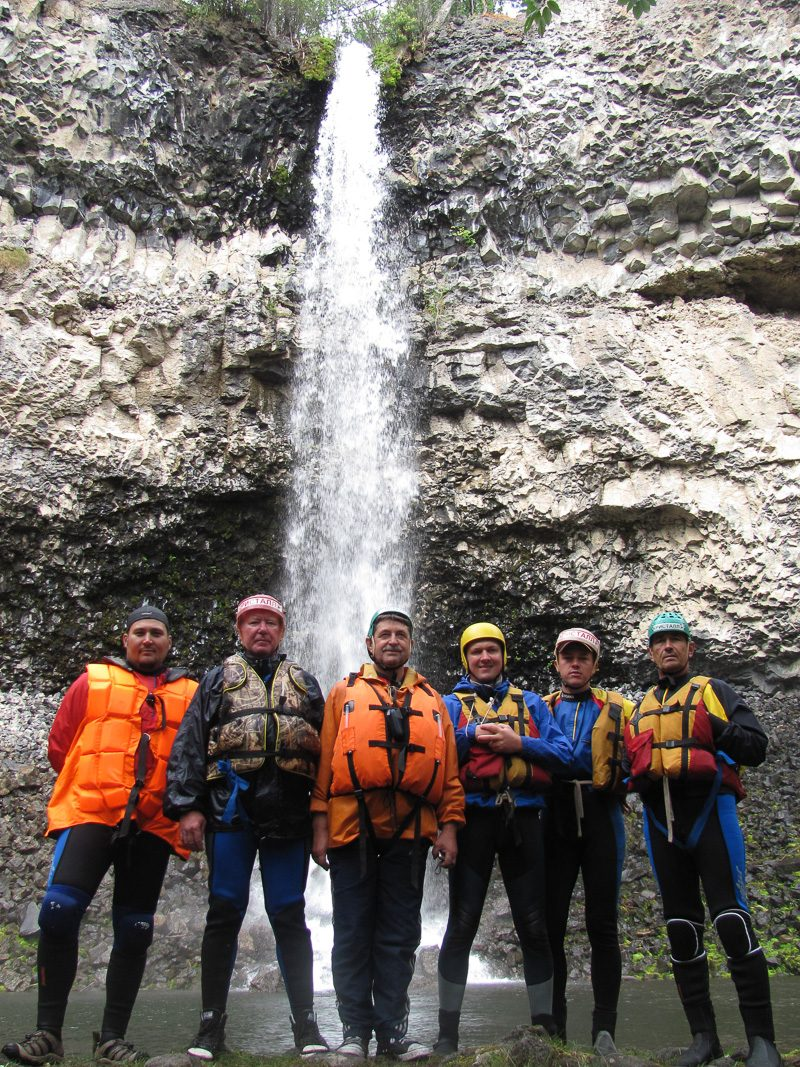 Наша команда у водопада Малый Жомболок