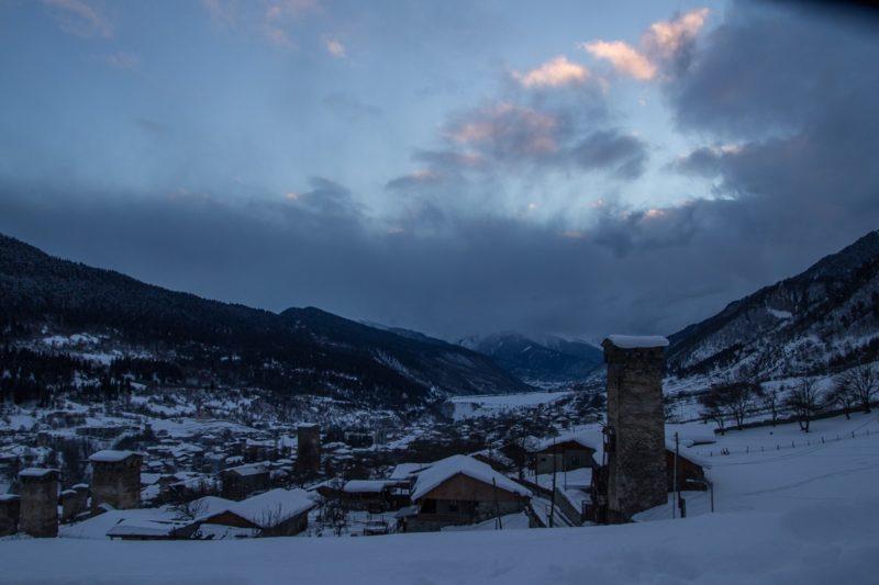 Вид с крыши сванской башни по долине вниз