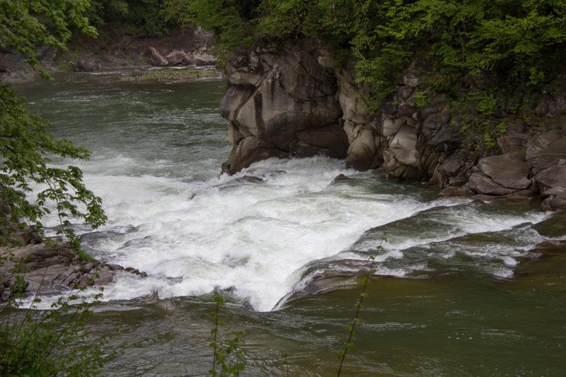 Водопад Пробий на Пруту в Яремче