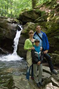 Тур по Закарпатью. Мы на фоне водопада Партизан
